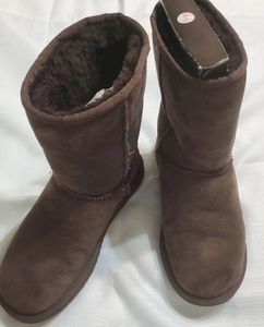 Ugg Classic short brown boots  with box